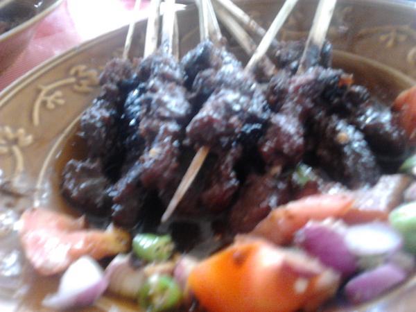 makan sate kambing disiang bolong, ngoding pun lan…