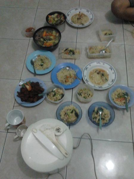 Makanan malam ini http://t.co/16NVnboM