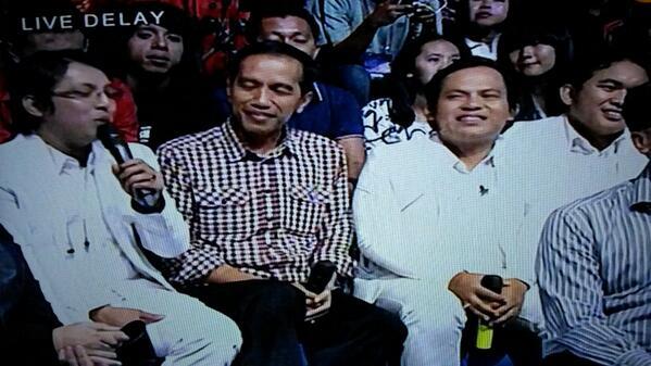 Pak Jokowi lg ikut konsernya wali band. http://t.c…