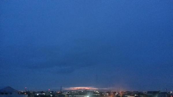 Sayang sekali matahari terbitnya kena kabut. #libu…