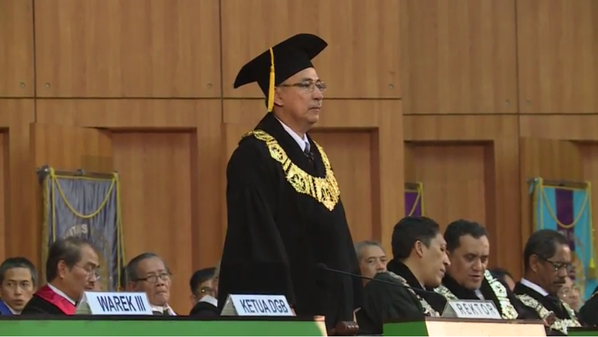 Proud to be alumni #wisudaUI http://t.co/6RFp0mMKM…